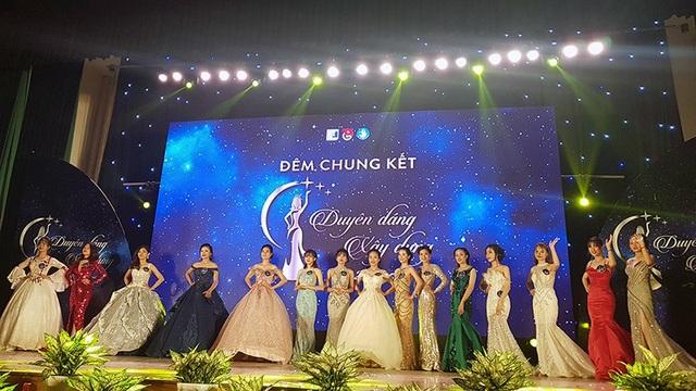 Toàn cảnh 15 thí sinh đua sắc trong đêm chung kết
