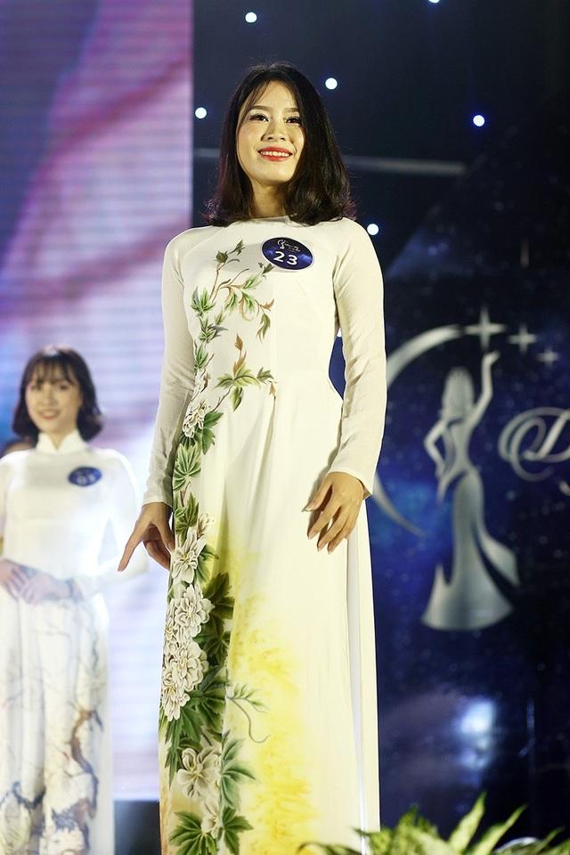 Nữ sinh trình diễn trang phục truyền thống đẹp nhất Vũ Thị Bích Ngọc