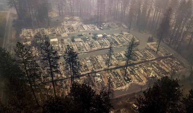Mưa lớn dự kiến vào tuần tới có thể sẽ ngăn chặn được cháy rừng ở California, song cũng có thể kéo theo nguy cơ sạt lở đất. (California Daily)