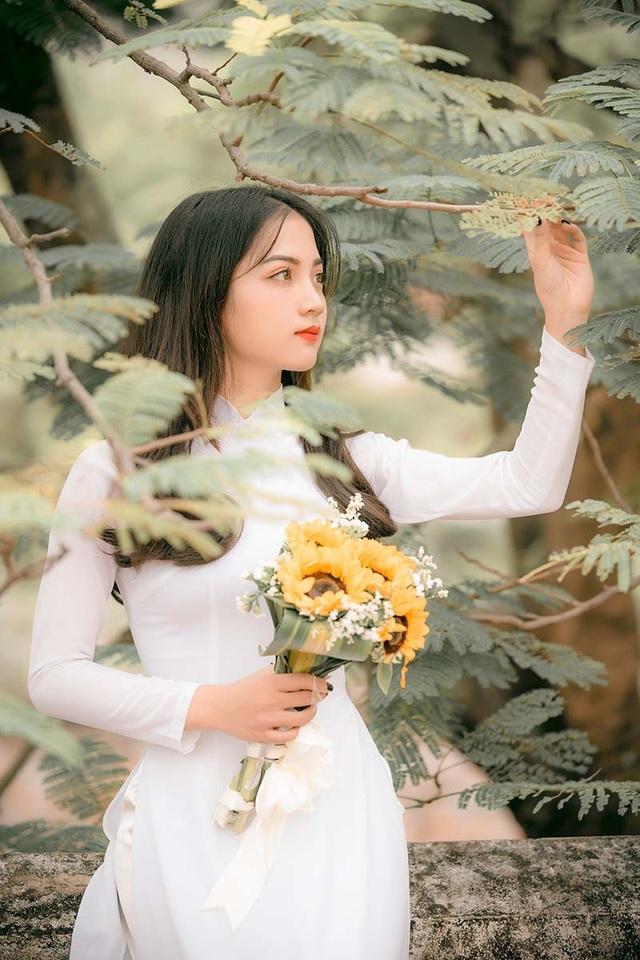 Cũng như những bạn sinh viên năm cuối khác, Nguyễn Thị Dung cảm thấy bồi hồi, bịn rịn khi đến lúc phải gửi lời giã biệt giảng đường. 4 năm không quá dài so với một đời người, thế nhưng trong quãng thời gian ấy cô đã học được cách trưởng thành và tự lập.