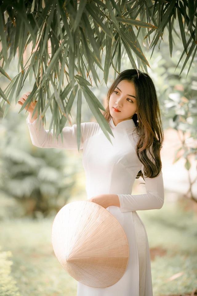 Nguyễn Dung là mẫu người thích giữ gìn các giá trị văn hóa truyền thống. Bởi thế cô nàng cho rằng, quan trọng nhất chính là có được cuộc sống gia đình hạnh phúc. Dung không cần những điều quá cao sang, xa vời, mà với cô chỉ cần vui vẻ tận hưởng cuộc sống bên những người thân yêu là đủ rồi.