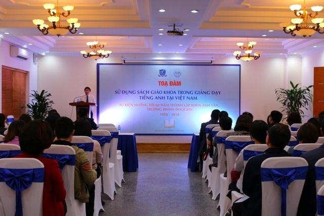 """Trước đó, trong khuôn khổ lễ kỉ niệm, tọa đàm """"Sử dụng SGK trong giảng dạy tiếng Anh tại Việt Nam"""" cũng được khoa tổ chức."""