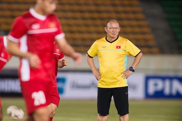HLV Henrique Calisto dành lời khen ngợi cho HLV Park Hang Seo