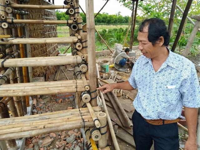 Theo thầy Quốc Phong, những chỗ thân tre lộ thiên, ông chỉ dùng dây buộc,vì nếu đóng đinh, trẻ chỉ sử dụng được một vài năm vì bị thấm nước