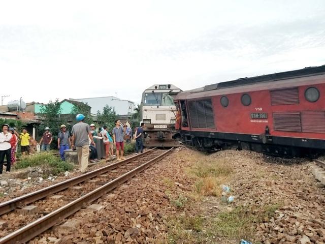 Hiện trường vụ tai nạn hai tàu hàng đâm trực diện ở ga Núi Thành