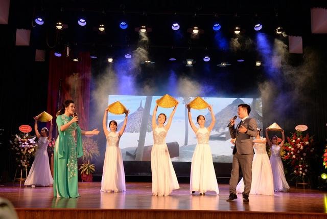 Tưng bừng Lễ Kỷ niệm Ngày Nhà giáo Việt Nam 20-11 của trường ĐH Kinh tế quốc dân