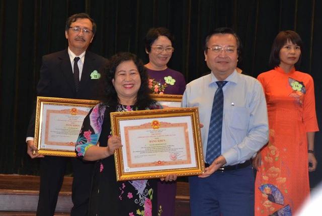 Cô Phương Nam là một trong những cá nhân trong ngành Giáo dục TPHCM vừa được Thủ tướng trao Bằng khen