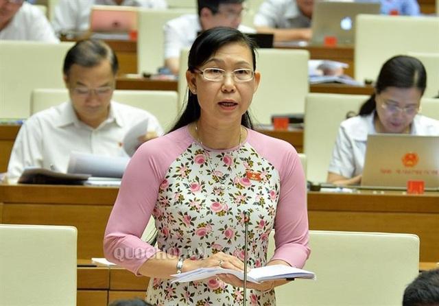 Đại biểu Phan Thị Mỹ Dung phát biểu tại hội trường.