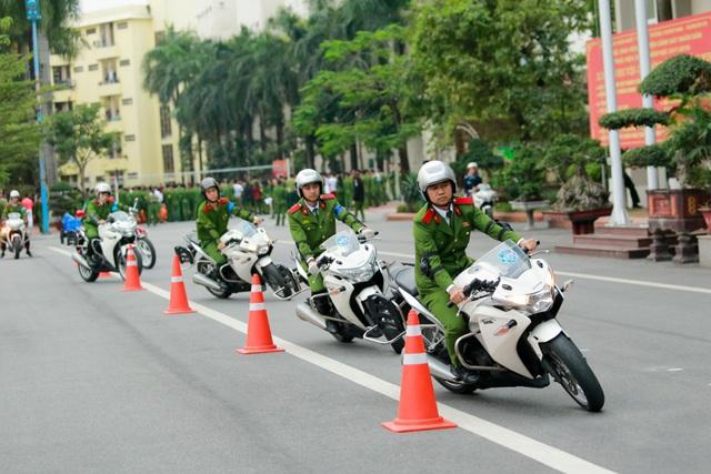 Xe được sử dụng để luyện tập chủ yếu là loại CRV 250 phân khối, ngoài ra còn một số xe đặc chủng của ngành cảnh sát.
