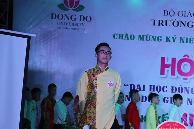 MR DDU 2018 Hà Trường Giang trong phần thi trang phục tự chọn.