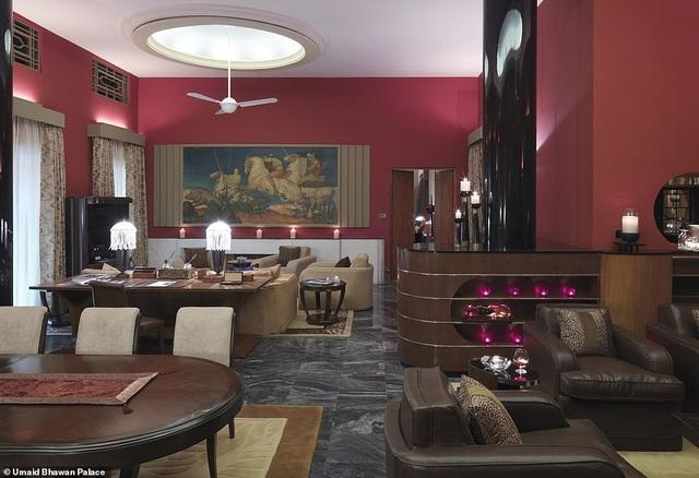 Không gian phòng Maharani Suite có nội thất và cách bài trí ánh sáng đưa lại cảm nhận đẹp đẽ, ngọt ngào, rất phù hợp với những cặp đôi muốn tận hưởng thời gian chất lượng tại đây.