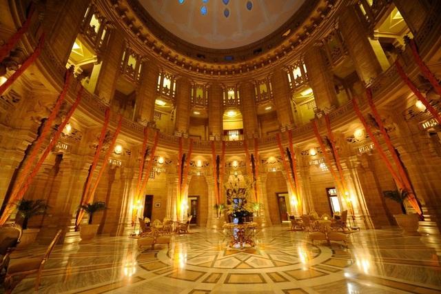 """Không gian khách sạn Umaid Bhawan Palace sẽ là nơi diễn ra hôn lễ mang tính """"điểm nhấn"""" của đời sống giới sao Hollywood trong năm 2018, một sự kiện giao thoa giữa hai nền công nghiệp giải trí Hollywood (Mỹ) và Bollywood (Ấn Độ)."""