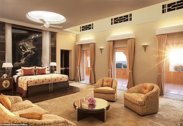 Trong những ngày diễn ra lễ cưới, nhiều khách khứa sẽ lưu lại trong các phòng khách sạn với mức giá có thể lên tới 922 USD/phòng/đêm.