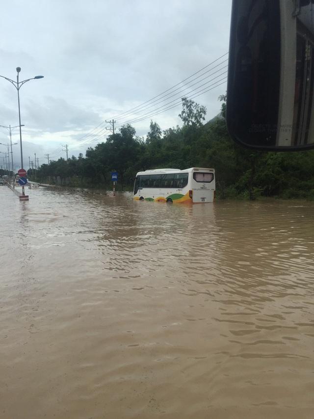 Nha Trang bị ngập sâu và thiệt hại nhất định sau trận mưa lũ kinh hoàng hôm 18/11