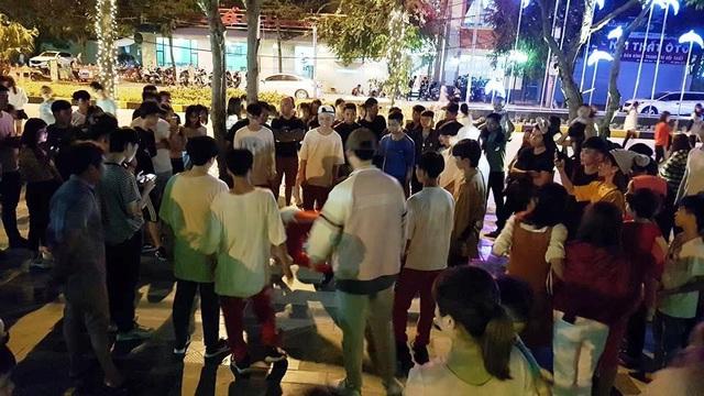 Các nhóm nhảy, âm nhạc đường phố giao lưu vào ngày cuối tuần thu hút đông người đến xem.