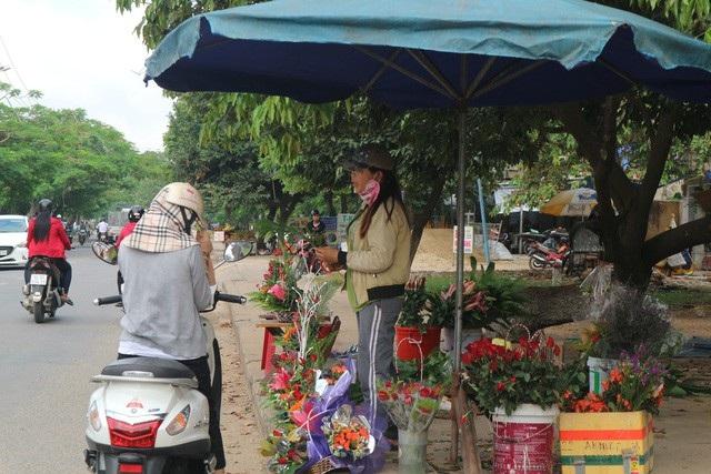 Thị trường 20/11: Giá hoa tươi tăng gấp 2-3 lần ngày thường - 6