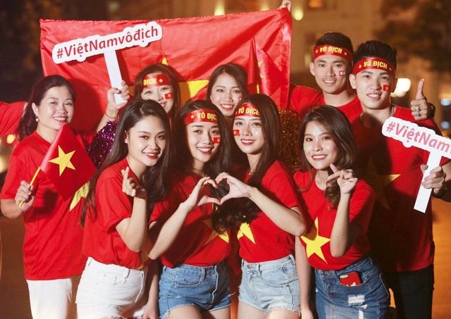 Niềm vui nối tiếp niềm vui, không chỉ hạnh phúc nếu như Việt Nam sớm vào bán kết, người hâm mộ nước nhà còn nhận thêm món quà đặc biệt từ truyền hình K+