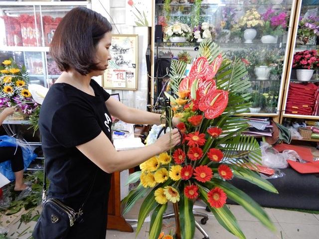 Các shop hoa tươi đang chờ người mua