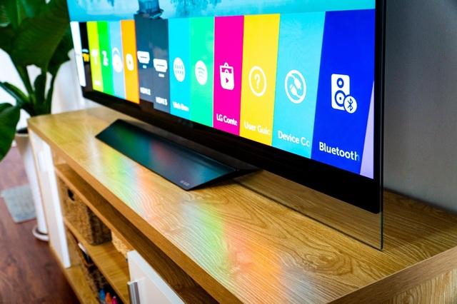 Thiết kế mỏng và tinh tế của TV LG OLED.