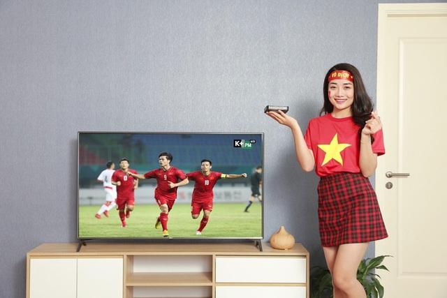 Nếu có kế hoạch sang nhà bạn bè cổ vũ trận đấu, bạn có thể mang theo bộ thiết bị K+ TV Box để cắm trực tiếp vào tivi xem ngay qua tín hiệu Internet mà không cần lắp đặt