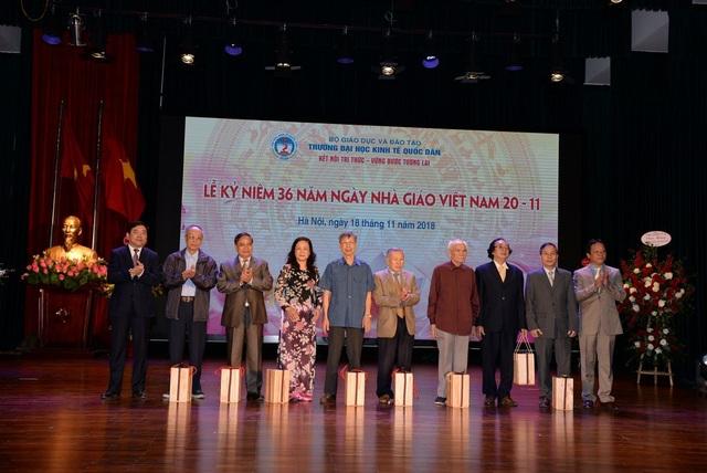 Trường ĐH Kinh tế quốc dân tri ân các thế hệ lãnh đạo nhà trường