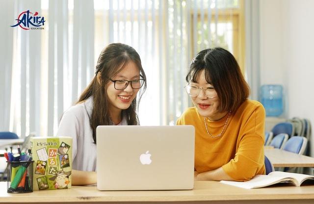 Akira là trung tâm tiếng Nhật tiên phong áp dụng mô hình Blended Learning: Kết hợp việc học Online với giờ học trên lớp. (Ảnh từ Website akira.edu.vn)
