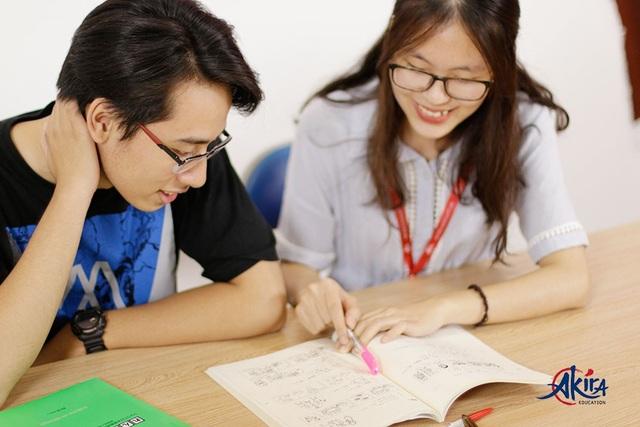Mỗi lớp học của Akira đều có một trợ giảng, cùng với giảng viên sát sao và hỗ trợ kịp thời từng học viên. (Ảnh từ Website akira.edu.vn)