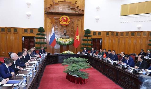 Thủ tướng Nguyễn Xuân Phúc và Thủ tướng Nga Medvedev hội đàm sáng 19/11 (ảnh: Hữu Nghị)