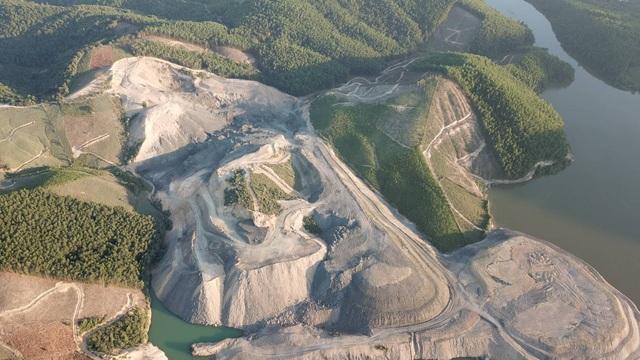 Khu vực khai thác lấy đất san nền dự án xây nghĩa trang trên lưng chừng đồi lớn gấp 10 lần diện tích dự án