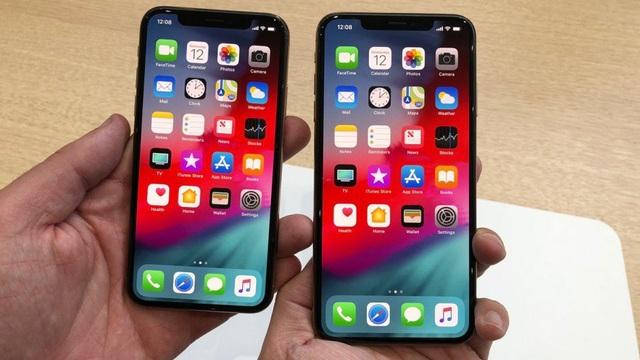 """Bộ đôi iPhone XS/XS Max của Apple hứa hẹn sẽ """"làm mưa làm gió"""" trong đợt mua sắm cuối năm. Dòng sản phẩm này cũng vừa mới được lên kệ tại thị trường Việt Nam vào rạng sáng 2/11."""