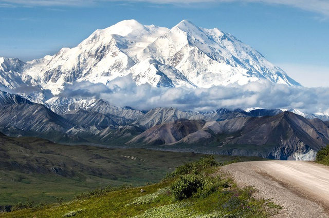 Những ngọn núi ở Alaska. (Ảnh: BI)