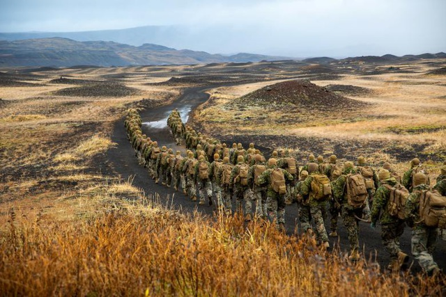 Thủy quân lục chiến Mỹ hành quân tại Iceland.