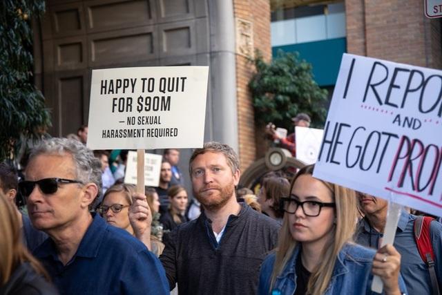 Nhân viên Google trên toàn thế giới đồng loạt xuống phố biểu tình nạn quấy rối tình dục tại môi trường làm việc.