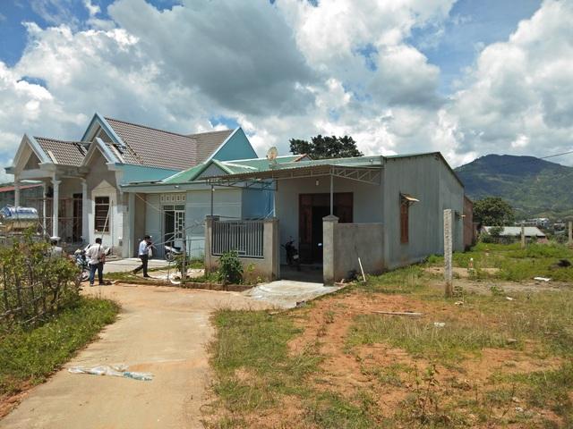 Những ngôi nhà trong diện cấp sai đối tượng vẫn ung dung xây nên các căn nhà kiên cố