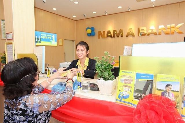 Khách hàng giao dịch tại Nam A Bank Phan Rang