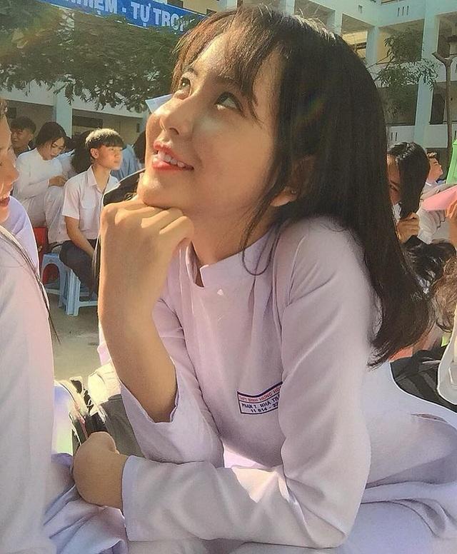 4 nữ sinh xinh đẹp, dáng chuẩn học trường THPT Bình Hưng Hoà, TP.HCM - 17