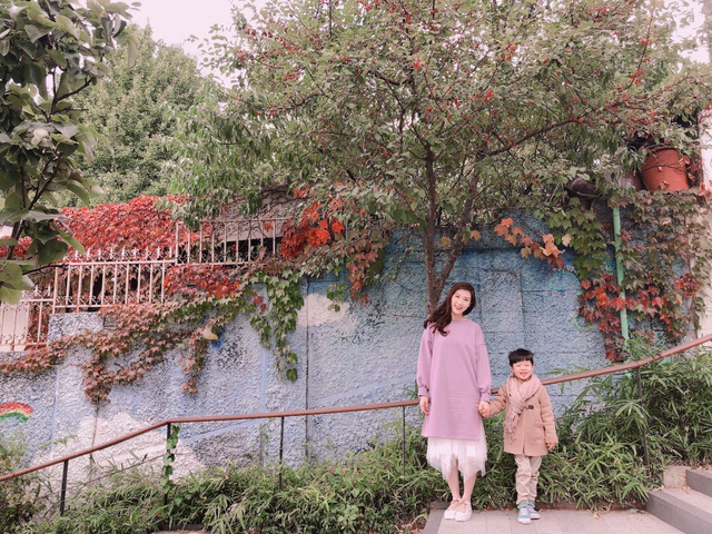 Để chuẩn bị cho chuyến đi, Hoa hậu book vé máy bay từ sớm để có giá tốt, book khách sạn trong trung tâm Seoul để thuận tiện cho việc di chuyển. Cô thường chọn khách sạn ở các khu phố Dongdaemun, Myeongdong, Insadong, gần với những điểm ăn uống, mua sắm.