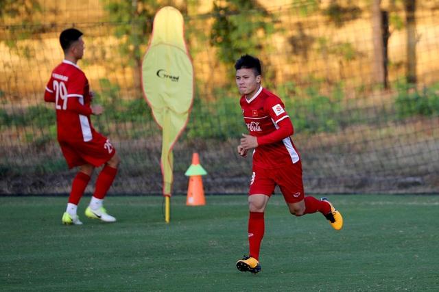 Quang Hải sẽ là người chia bài cho đội tuyển Việt Nam trong trận đấu với Lào? (ảnh: Gia Hưng)