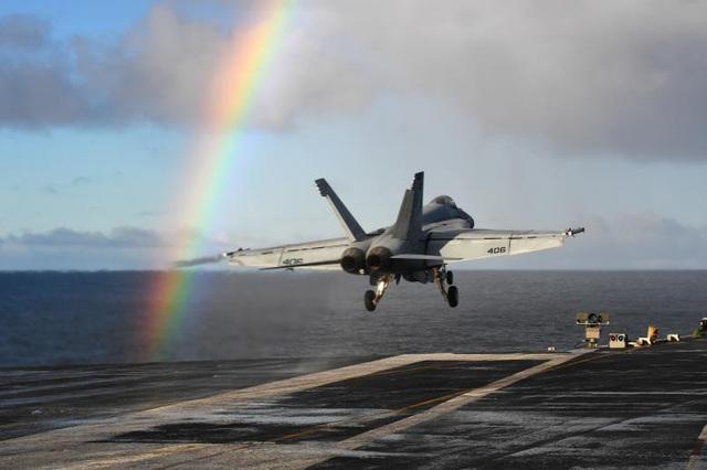 Máy bay chiến đấu A-18E Super Hornet cất cánh từ tàu sân bay USS Harry S. Truman tại biển Na Uy.