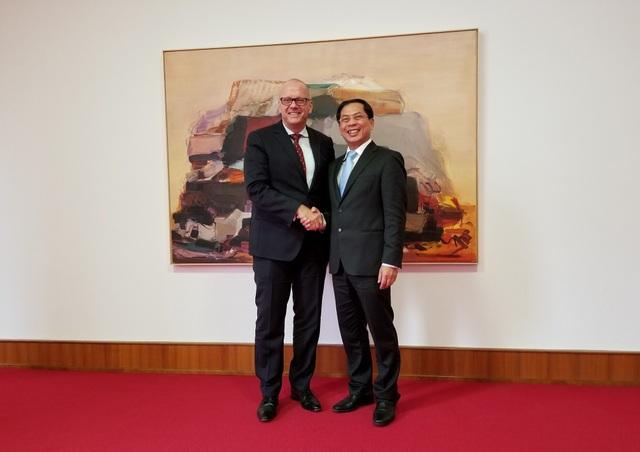 Lãnh đạo Bộ Ngoại giao hai nước đã trao đổi cởi mở, vui vẻ trong cuộc gặp tại Đức