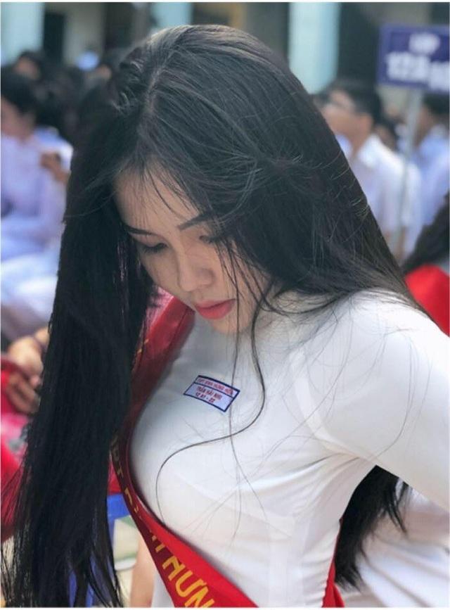 4 nữ sinh xinh đẹp, dáng chuẩn học trường THPT Bình Hưng Hoà, TP.HCM - 9