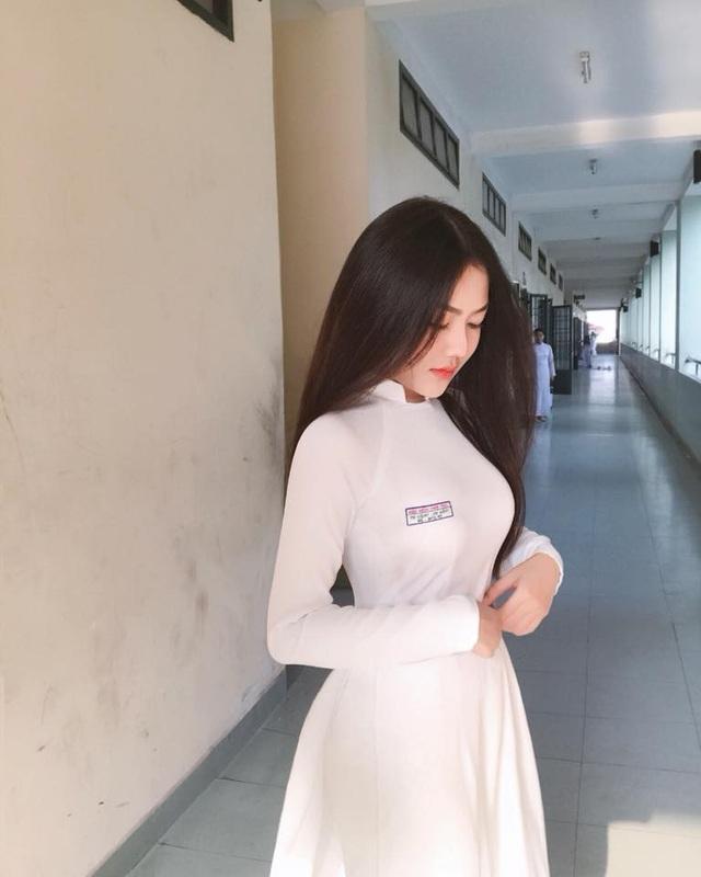 4 nữ sinh xinh đẹp, dáng chuẩn học trường THPT Bình Hưng Hoà, TP.HCM - 12