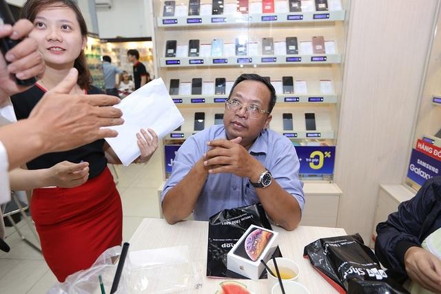 Đa phần khách hàng mua iPhone mới ở độ tuổi trung niên