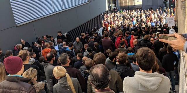 Nhân viên Google tại Zurich đồng loạt rời văn phòng làm việc.