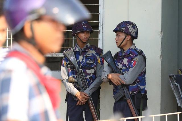 An ninh được thắt chặt trước khi trận đấu diễn ra