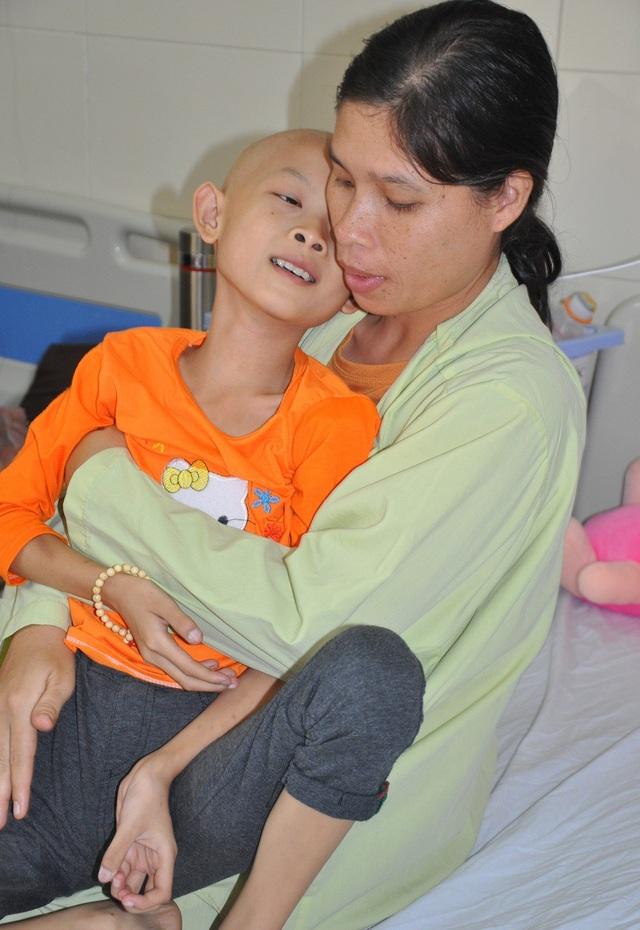 Cô bé liên tiếp mắc bệnh khiến sự sống chỉ còn đếm ngược từng ngày.