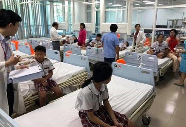 10 học sinh được chăm sóc, điều trị tại bệnh viện.