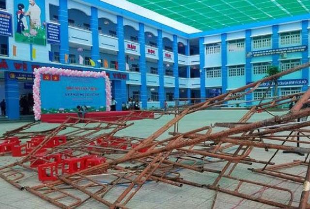 Hiện trường vụ sập giàn giáo xảy ra tại trường Huỳnh Văn Bánh