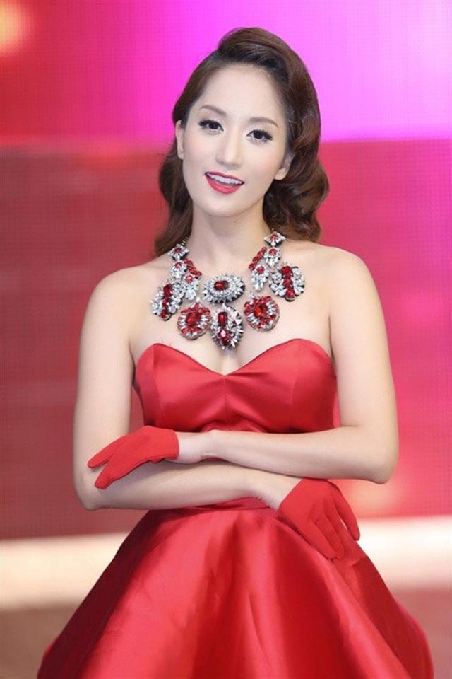 Khánh Thi được biết đến với hình ảnh kiện tướng dance sport hay vai trò giám khảo các cuộc thi nhảy.