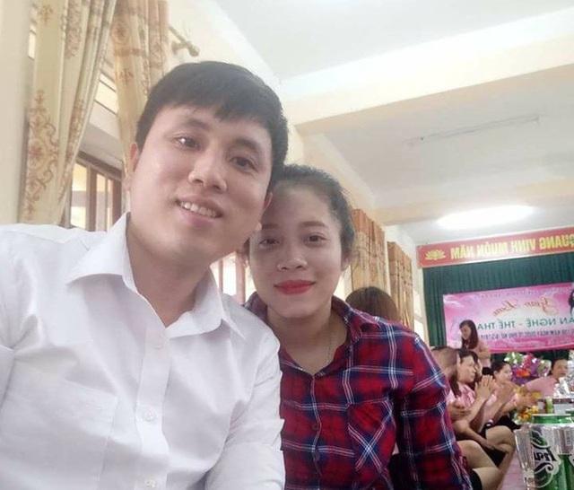 Từ hai người bạn cùng lớp, Vi Văn Mùi và Đinh Thị Hiền trở thành đồng nghiệp trước khi quyết định gắn bó cuộc đời với công tác dạy học ở biên giới Việt - Lào này.